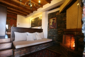 suite rooms fireplace jacuzzi palaios agios athanasios